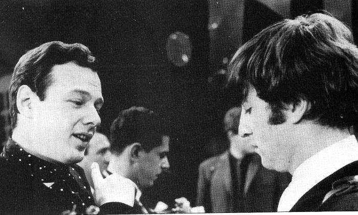 A confusão que John Lennon armou no aniversário de Paul McCartney | Beatlepedia