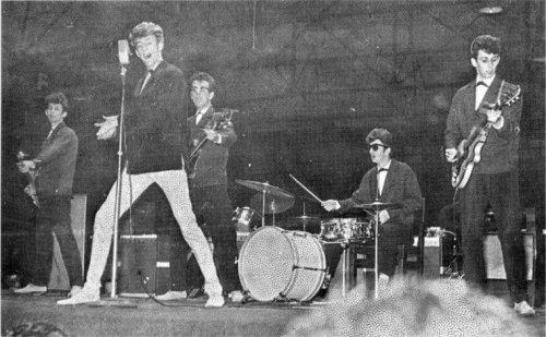 Ringo tocando na banda de Rory