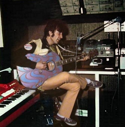 John Lennon em seu estúdio caseiro, em Weybridge.